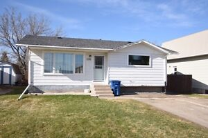 Home For Sale - 1016 1st Ave, Esterhazy, SK