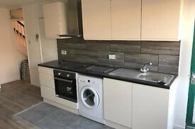 NEW TODAY! 3 DOUBLE BEDS FLAT! KINGS CROSS! AVAILABLE NOW!!