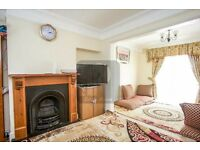 WELL-PRESENTED FURNISHED 3 BED HOUSE LOCATED IN NW LONDON FOR HOLIDAY LET, £650PW, AVAILABEL NOW!