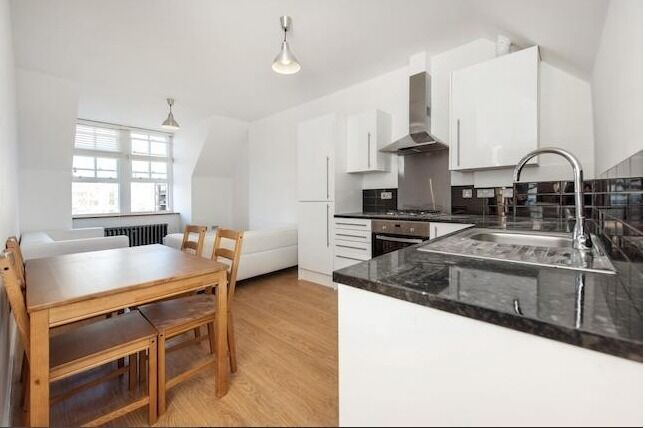 NEW 3 BED FLAT - CLAPHAM NORTH