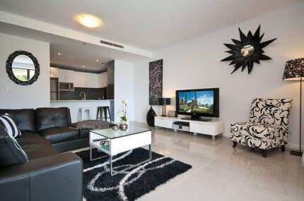 Middle CBD walk beach 3 Bed secure apartment