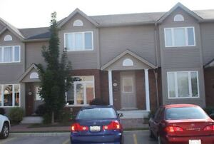 FULLY FURNISHED & MOVE-IN READY 3 BEDROOM TOWNHOUSE!