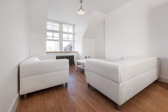REDUCED!! Lovely brand new 3 bed, 2 bath - Clapham
