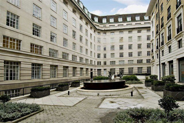Stunning one bed apartment in a sought after block. Having a 24hour concierge and residential gym