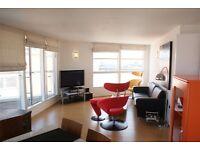 2 bedroom flat in Aurora Building, Blackwall Way, Canary Wharf