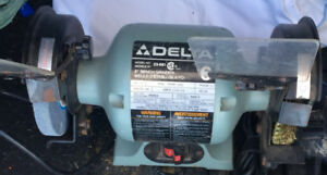 DELTA 6'' BENCH GRINDER FULL 1/4 HP $40.00