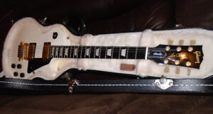 BEAUTIFUL GIBSON LES PAUL WITH TP6 FINE TUNERS