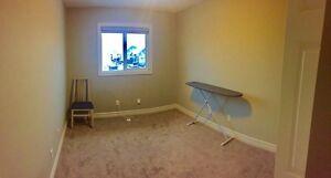 Room For Rent ($700) UTILITIES INCLUDED Edmonton Edmonton Area image 4