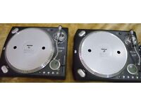 2 Numark TTXUSB Professional Direct-Drive Turntables With USB with Cases
