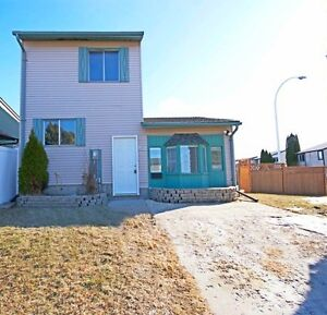 Gorgeous 3 Bedroom Family Home - Bring your Pets!