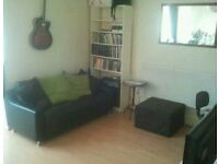2 bed flat Surbition £1200pcm close to station