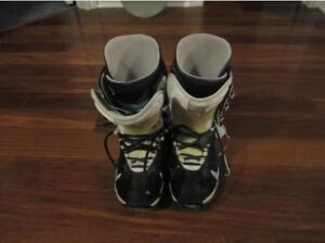Burton snow board boots size 8 hardly used