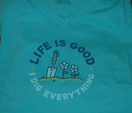Life Is Good Dig: Women's Clothing