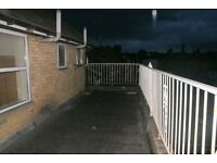 Considerate double room in a 4 bedroom home share. Fantastic transport links & all bills included.