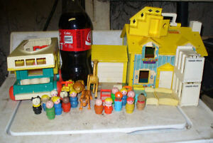 should contain 1960s Fisher-Price Little people toys collection