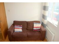 Perfectly Located Spacious 1 Bed Flat Above A Shop In The Heart Of Lewisham. Water Rates Included.