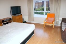 Spacious Room Available in Professional House Share All Bills Included Close to Mudchute DLR & ASDA