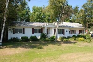 Lovely Corner Lot Bungalow in Southampton - The Saugeen Team