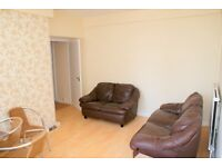 Fully refurbished 3 bed flat situated 5 mins away from Surrey Quays shopping centre.