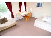 Fantastic Double Room With Balcony! Close To Public Transport and Shops & Amenities