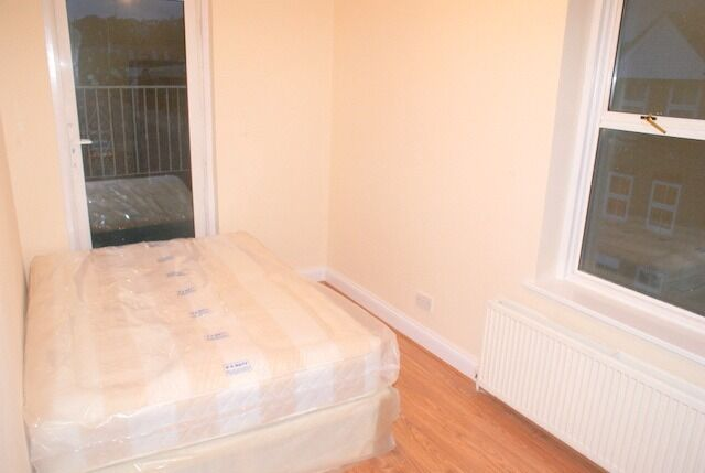 Good Sized Double Bedroom Within a 4 Bedroom Flat share In Forest Hill. All Bills Included.