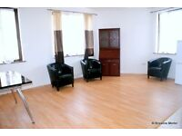 Stylish, Spacious double room to rent in a 3 bed flat share within a modern Canary Wharf apartment.