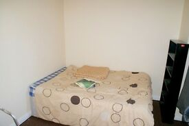 Fully refurbished 3 bedroom flat situated 5 minutes away from Surrey Quays shopping centre