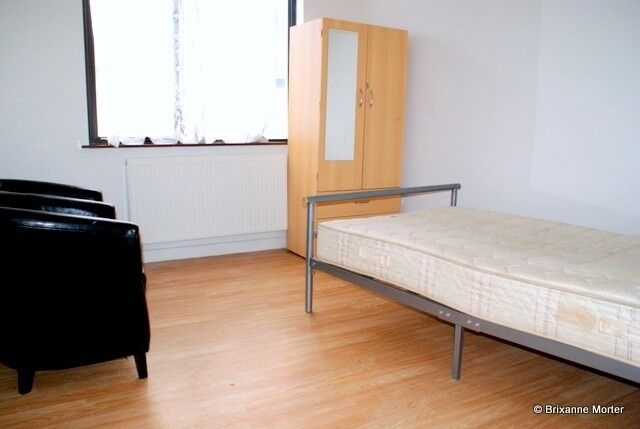 Lovely Spacious Double Room Perfectly Located In Canary Wharf. All Bills Included