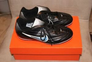 NIKE Youth Soccer Shoes - Size 3 - like new