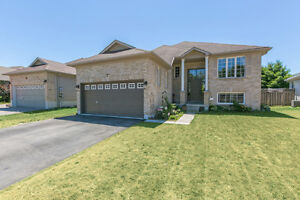 Beautiful 5 bedroom family home in sought after neighbourhood!
