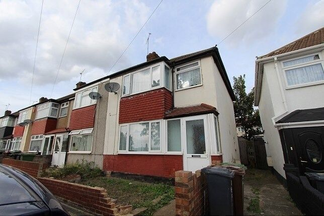 3 BEDROOM HOUSE IN DAGENHAM. *PART DSS ACCEPTED WITH GUARANTOR*