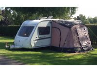 Swift Accord 590se Fixed bed, Full Awning