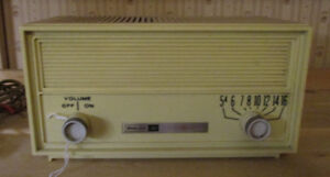 Cute Little Philco Ford Solid State AM Transisto Radio - Vintage