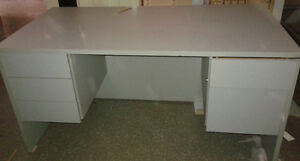 BUREAU / OFFICE DESK (2 disponible/available)