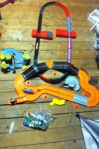 REDUCED: Hot wheels city set with 12 cars