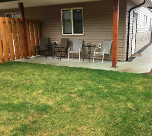 Lower unit with yard available immediately