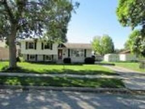 Family Home With Huge Lot and Detached Garage Stratford Kitchener Area image 2