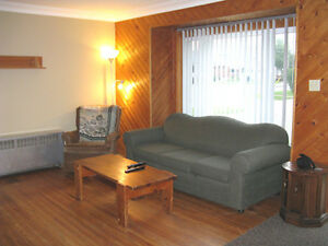May-Aug summer sublet, convenient student house StDavidsRd