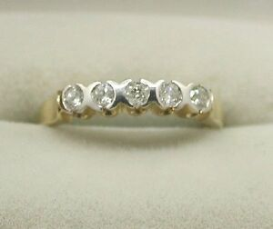 Lovely-9ct-Gold-Five-Stone-1-4-Carat-Diamond-Ring