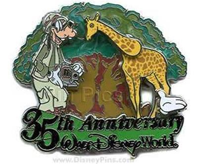 - GOOFY GIRAFFE at ANIMAL KINGDOM WHITE GLOVE 35TH ANNIVERSARY LE 2500 DISNEY PIN