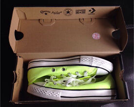 *** Genuine Converse Kids Size 13 Brand New + Boxed ***