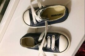 Converse like new size 4