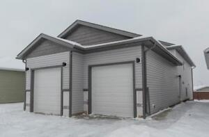NEW 3 bedroom, 1 bathroom lower unit in Clairmont - Pet Friendly