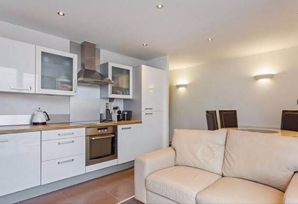 GREAT VALUE 2 BEDROOM FLAT WITH OPEN PLAN KITCHEN LIVING AREA ROYAL VICTORIA DOCKS, CANARY WHARF