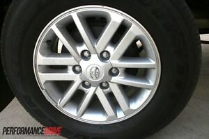Toyota-Hilux-2012-2014-Genuine-Alloy-wheels-rims-with-tyres-NEW-came-off-2014