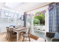 *LARGE 5 BED HOUSE* A spacious five double bed, four bath family home located on Coniger Road.