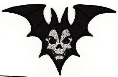 Bild Halloween (ab61 Fledermaus Vampir Halloween Aufnäher Bügelbild Applikation DIY 12 x 7,5)