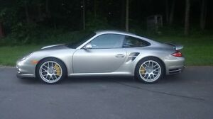 2012 Porsche 911 Turbo S Coupe (2 door)