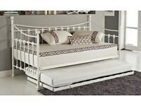 Single bed and trundle with mattresses