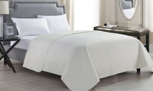 Embossed Lightweight Quilt (King Size)